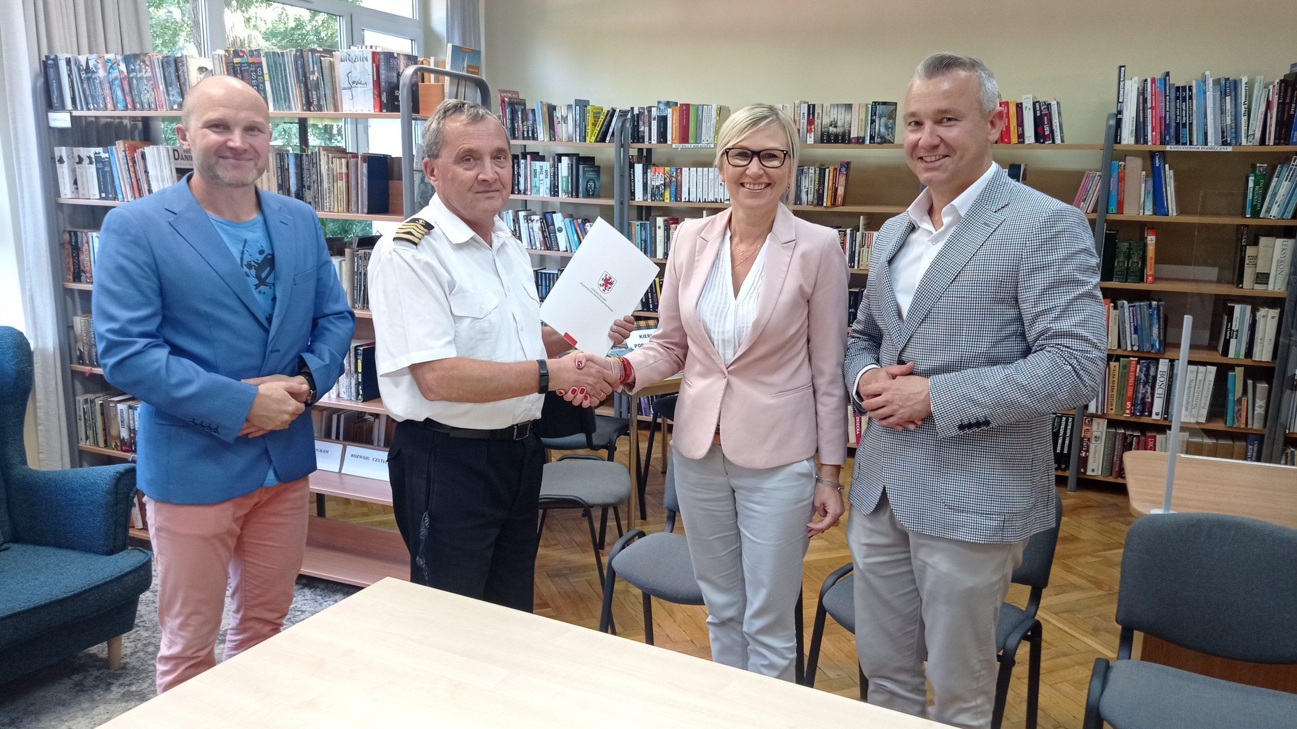"""Read more about the article Kolejna podpisana  umowa ze środków SRLGD ,, Morze i Parsęta"""" z Programu Operacyjnego ,, Rybactwo i Morze"""""""